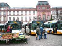 Fünf neue Gelenk-, vier Standard-, vier Low-Entry-Busse und einen neuen Midibus nahm die HEAG mobiBus im Januar 2007 in Betrieb.