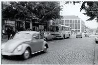 In den 60ern steht auch der Busverkehr in ständiger Konkurrenz zum eigenen Auto.