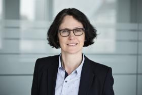 Portraitfoto Geschäftsführerin Tina Clüsserath